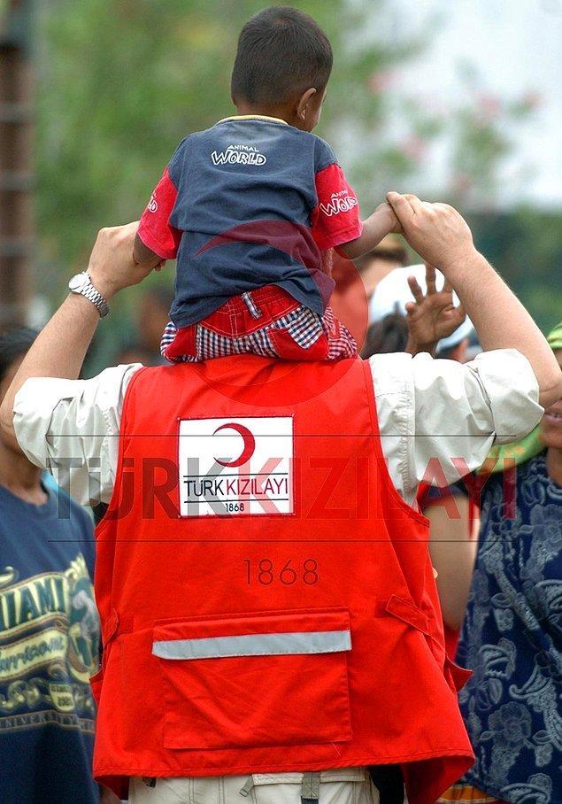 İnsani yardımlar ve tsunaminin arkasında bıraktığı