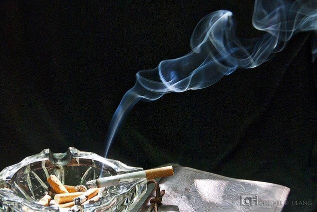 2. Etrafınızdaki biri, sigaranızdan fark edilir şekilde rahatsız olduğunda sigara içmemeyi deneyebilirsiniz.