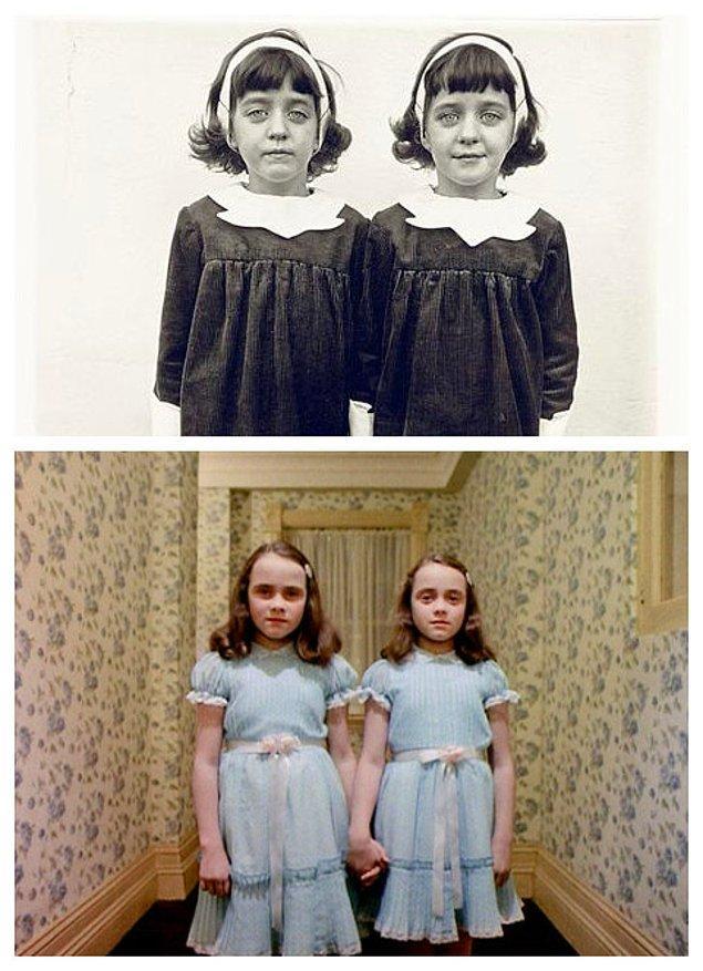7. Stanley Kubrick'in Cinnet adlı ünlü filmi ve Diane Arbus'un Identical Twins, Roselle, New Jersey, 1967 adlı eserinden
