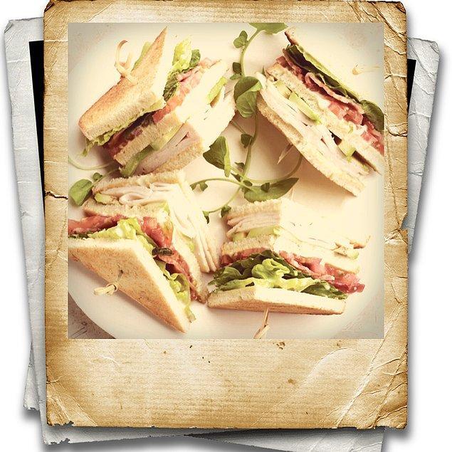 3. Hamburgerden sonraki bir diğer değişik lezzet Üçgen Sandviç