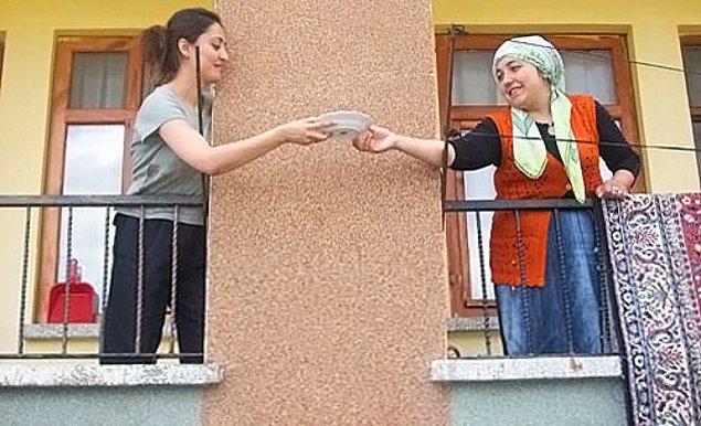 3. Öğrenciye değer verip aç mı tok mu diye merak eden komşular yerine hiç umurunda olmayan komşulara denk gelmek.