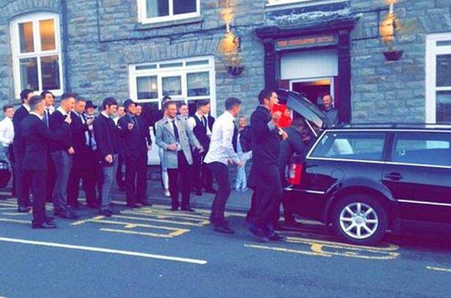 5. Manita yaptıktan sonra kayıplara karışan çocuğa cenaze töreni düzenleyen troll arkadaşları