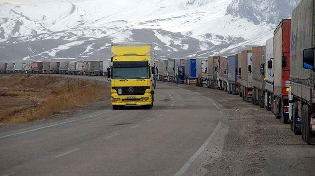 20. Böylece yaklaşık iki milyar dolarlık ihracatın yapıldığı, Orta Asya ülkelerine yönelik mal taşımacılığı sektörü de zor duruma düştü.