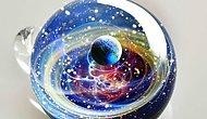 Космическое стекло: целые планеты и галактики в маленькой подвеске.