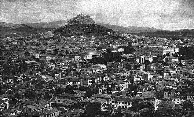 18. Aynı günlerde Anadolu'nun işgaline karşı çıkan 117 Yunanlı sosyalist de Atina'da kurşuna dizilir.