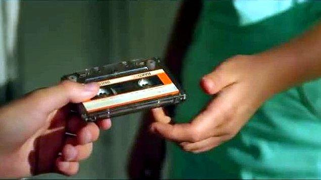 15. Birine kaset çekip vermekse bir nevi sevgi göstergesidir. İnsanlar sevdiklerini, çektikleri kasetleri vererek anlatabilirler.