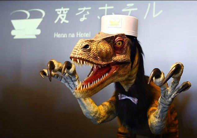 5. Bir otelin resepsiyonunda görev yapan bu dinozor robot...