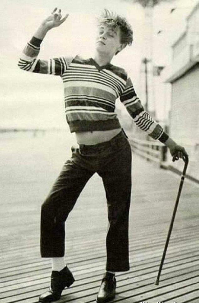13. Leonardo DiCaprio, gençliğinde Charlie Chaplin'i canlandırırken.