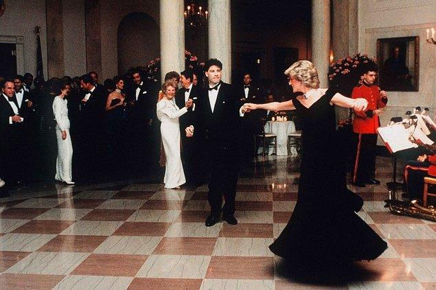 17. Princess Diana ve John Travolta, Beyaz Saray'da dans ederken. 1985.