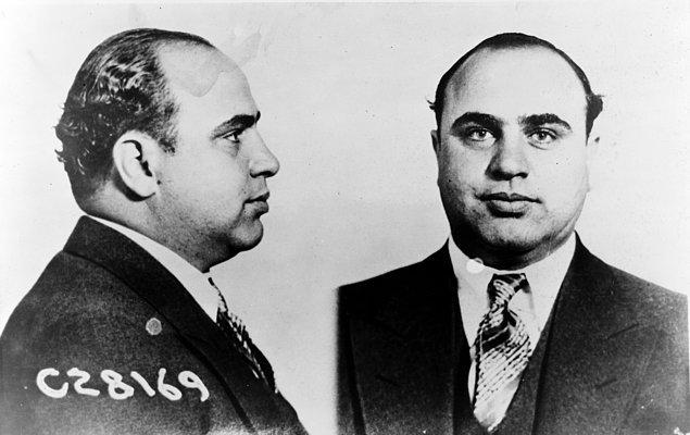 14. Hapis hayatı boyunca sürekli öldürülmeye çalışılsa da hepsinden kıl payı kurtularak 16 Kasım 1939'da şartlı tahliyeyle salındı.