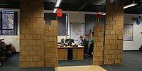 Картонная крепость посреди офиса. А как вы боретесь со скукой на работе?