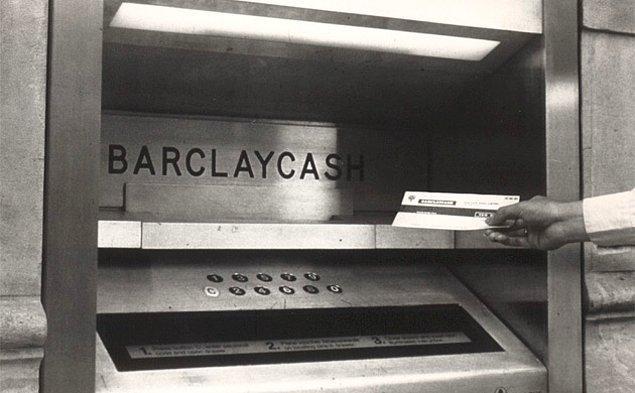 9. İskoçyalı John Shepherd-Barron, ilk ATM makinesini Londra'daki Barclay Bankası için tasarladı. Şimdiki plastik kartların aksine özel bir güvenlik sistemi olan çekler kullanılıyordu.