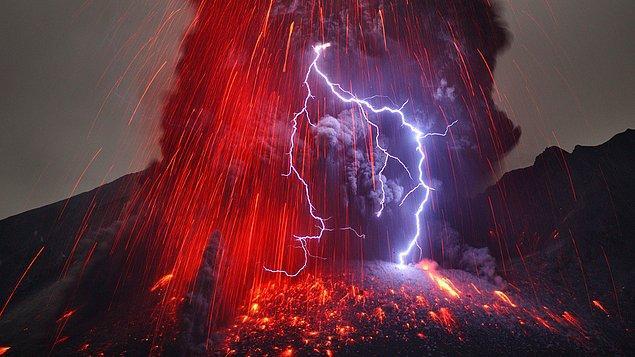 11. Volkanik Şimşek