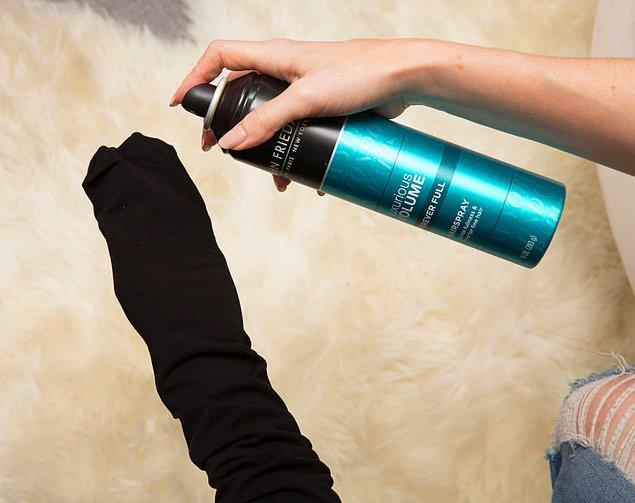 1. Giydiğimiz gün kaçmakta hiçbir beis görmeyen siyah çorapların hayatını kurtarmaya ne dersiniz?