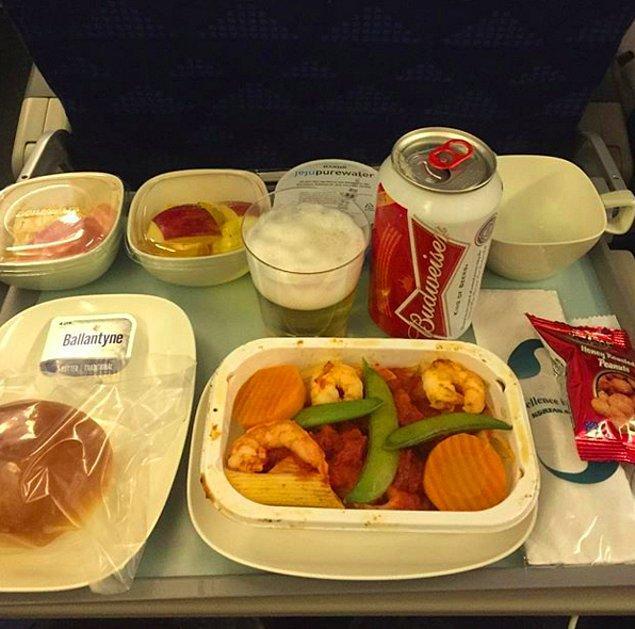 4. Kore Hava Yolları'nda verilen ekonomi sınıfı yemek: