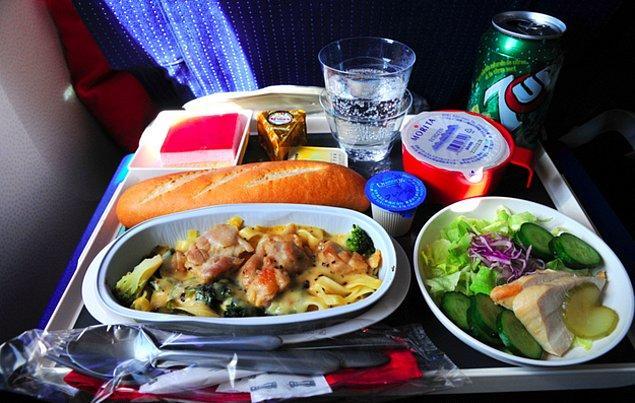 5. Air France'da ekonomi sınıfı ekmek pardon yemek: