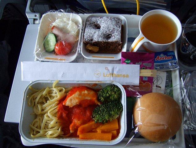 11. Lufthansa'dan ekonomi sınıfı yemek: