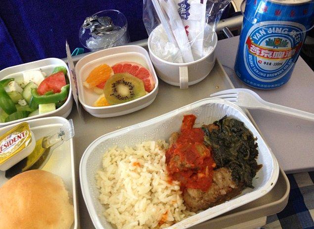 12. Air China'da ekonomi sınıfı yemek:
