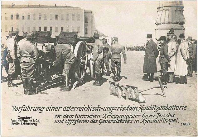 16. Harbiye Nazırı Enver Paşa ve kurmayları İstanbul'da Avusturya-Macaristan yapımı havan topunu denetliyor.