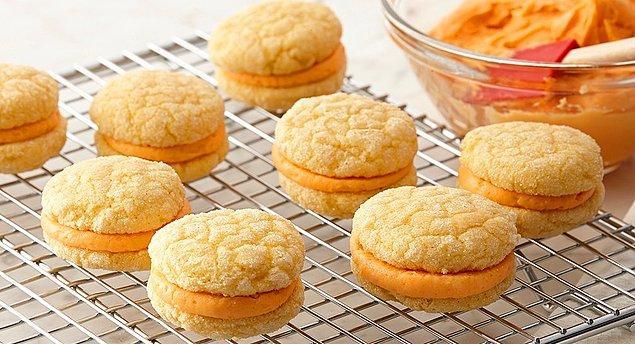 9. Kıtır kıtır bisküvinin arasına bol bol portakal aroması katmaya ne dersiniz?
