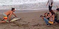 Бесчеловечная забава: мужчина вытащил акулу из воды, чтобы сфотографироваться