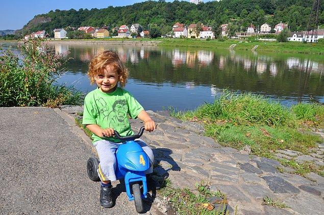 11. Alıştırma bisikletine benzeyen fakat arka tekerleği 2 tane olan, hafif, plastik bisikletlerle de gidon hakimiyetleri artacaktır.