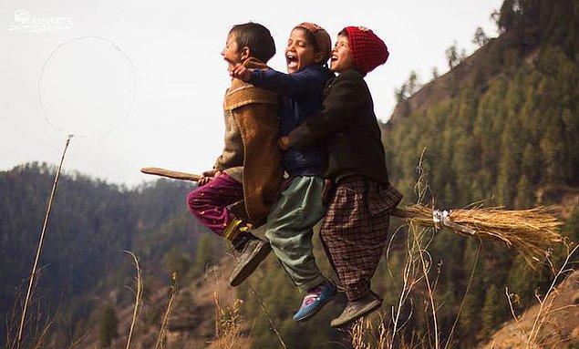1. Anshu Agarwal, Himalayalar'ın yalıtılmış bir köşesinde bulunan bir köyde öğretmenlik yapıyor...