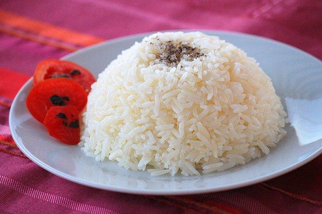 9. Pirinç pilavı yaparken aşağıdaki adımlardan hangisi yanlıştır?