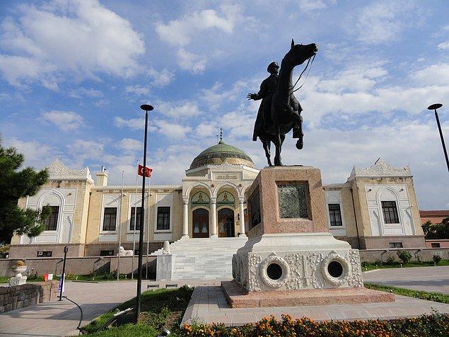 Can Dündar, Fikriye'nin Etnografya Müzesindeki Atatürk heykelinin altında gömülü olduğunu iddia etti.
