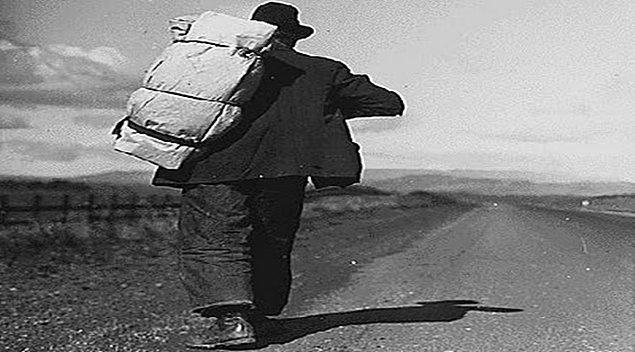 1. Koca bir hayatı küçücük valizlere sığdırmak.