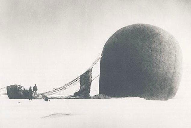 65 saatlik yolculuğun ardından balon donmuş zemine çakıldı.