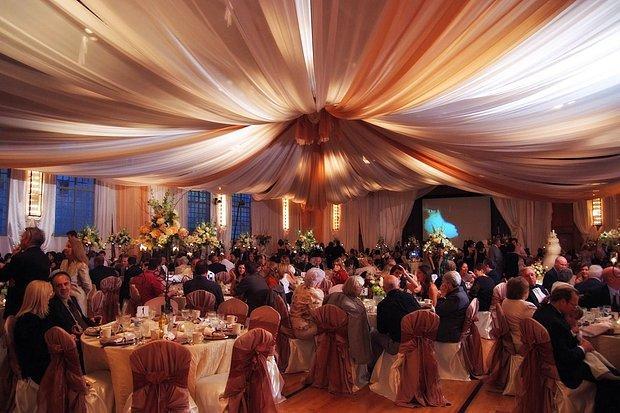 Kocaman bütün tanıdıkların olduğu salon düğünü