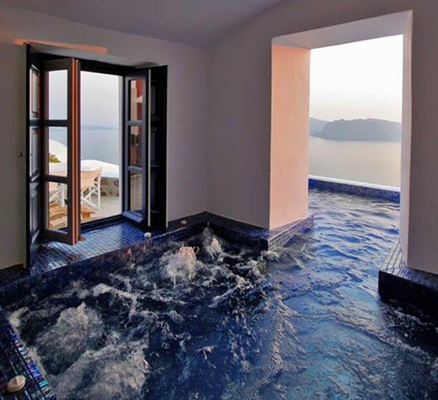 3. Öyle bir havuz ki hem içeride hem de dışarıda