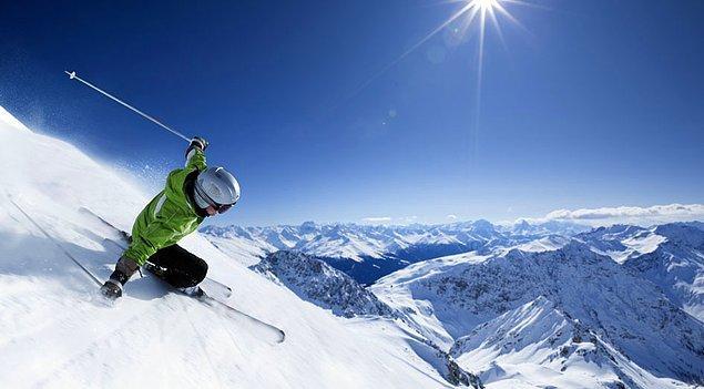 13. İsviçre Alpleri'nde kayak yapın.