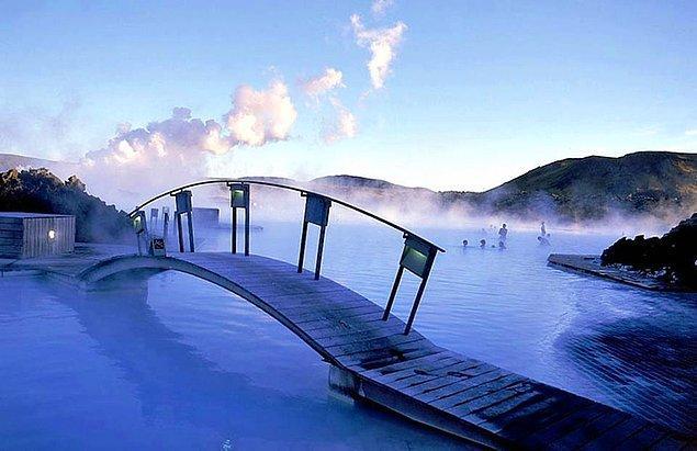 18. İzlanda kaplıcalarının keyfini çıkarın.