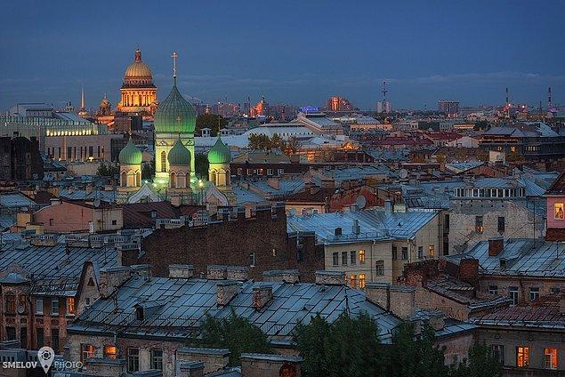 24. St. Petersburg'un nefes kesici manzarasının tadını çıkarın.