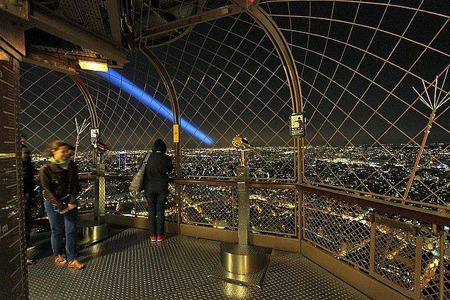 40. Eyfel Kulesi'nin en üst katından Paris'i seyredin.