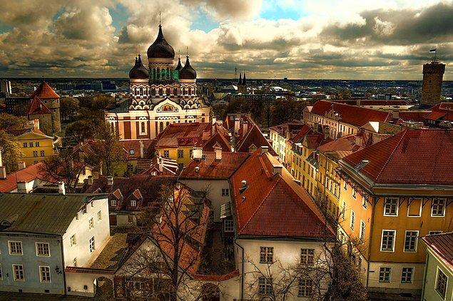 7. 2002 yılında üyelik müzakerelerini tamamlayıp AB'ye tam üye olan Estonya bu üyeliğin nimetlerinden en iyi istifade eden ülkelerin başında gelir.