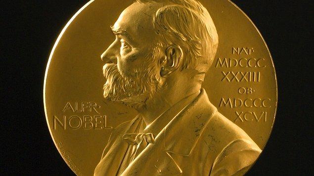 """Berggruen, """"Edebiyat, ekonomi, kimya vb. alanlarda Nobel Ödülü veriliyor. Ancak felsefe alanında verilmiyor. Biz Berggruen Felsefe Ödülü ile fikirlerin gücünün önemine uygun bir ödül yaratmaya çalıştık"""", diyor."""
