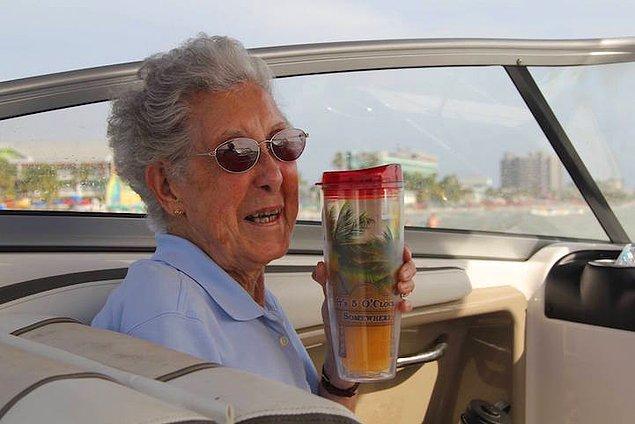 Рами и ее муж начали убеждать Норму пройти курс альтернативного лечения от рака или поехать с ними в путешествие, чтобы успеть насладиться видами родной страны.
