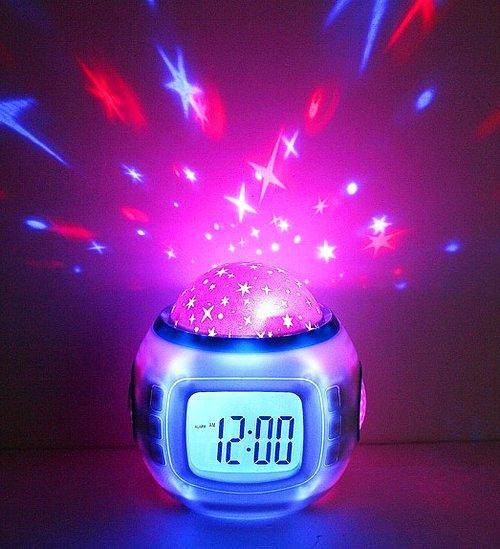 9. Часы-будильник с проекцией звездного неба ⏰