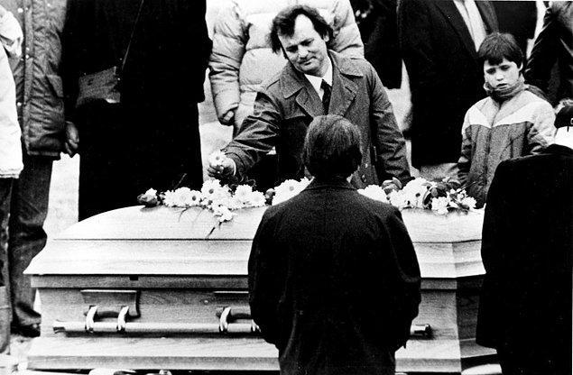 22. Bill Murray, John Belushi'nin cenazesinde, 1982.
