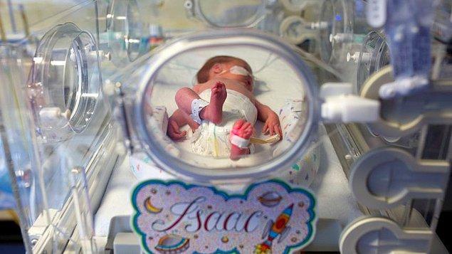 Первого ребенка Дженнифер родила дома, так как не успела попасть в роддом.