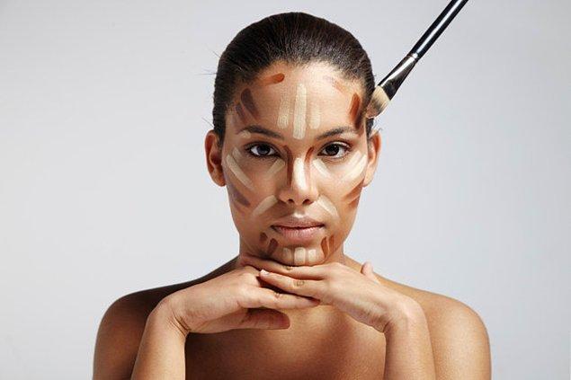 3. Kolay bir soruyla devam edelim: Hangi makyaj yöntemi, yüzünüzün hatlarını dilediğiniz şekilde biçimlendirmenizi sağlar?