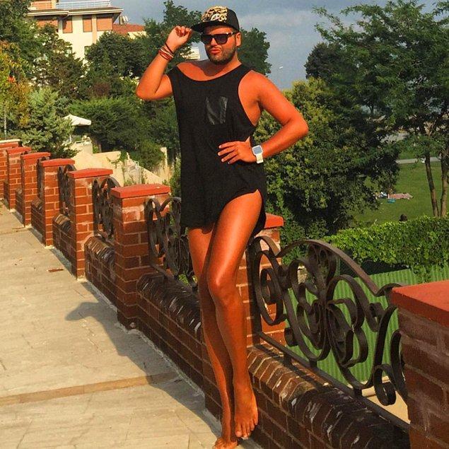 Kadınların bile kıskandığı bacaklara sahip bir Beverly Hills kızı!