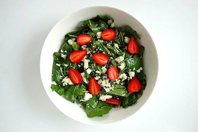 8. Çilekli Roka Salatası