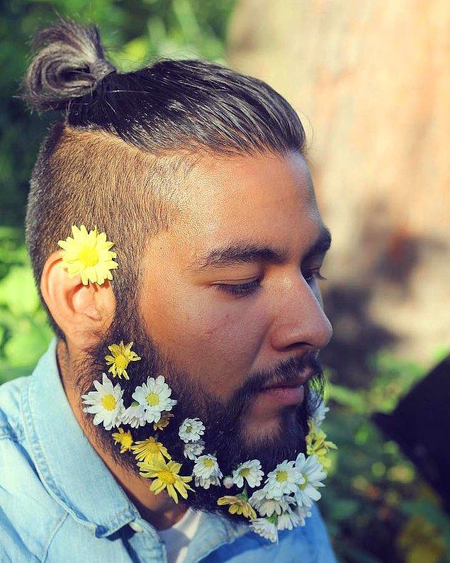 9. Hem topuz hem çiçekli sakal.