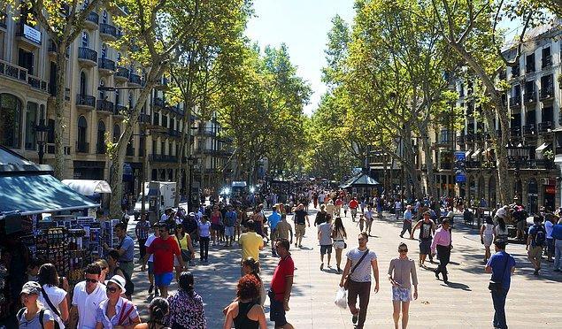 3. Bizde İstiklal Caddesi onlarda Las Ramblas.