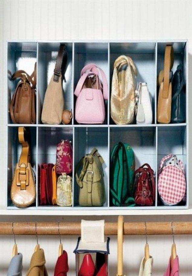 5. Çantalarınızı dolabınızın içine yapacağınız küçük bölmeli raflarda saklayabilirsiniz.