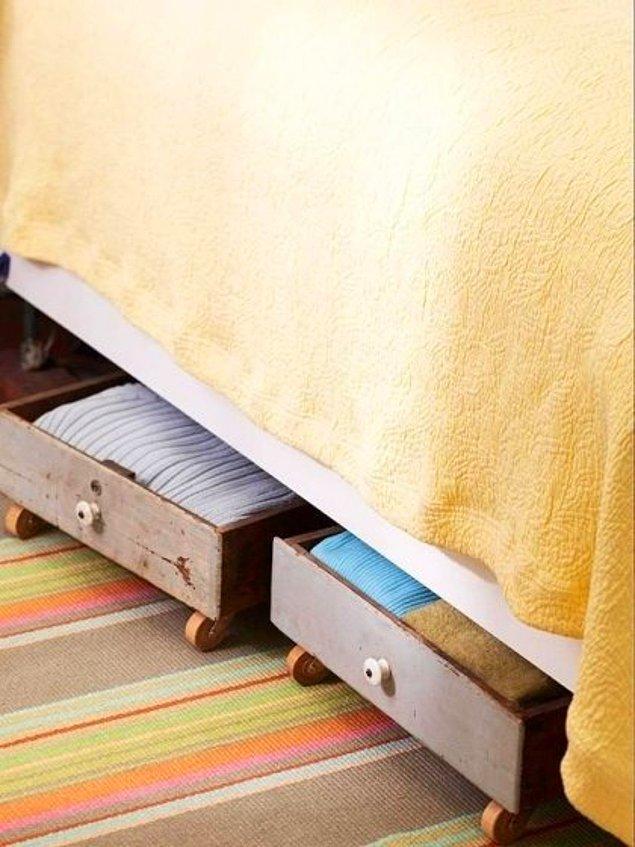 7. Eski çekmecelerle yatağınızın altında kullanışlı ve pratik saklama alanları yaratabilirsiniz.
